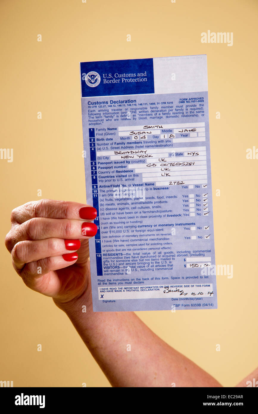 American Customs declaration form in a woman's hand USA Stock ...