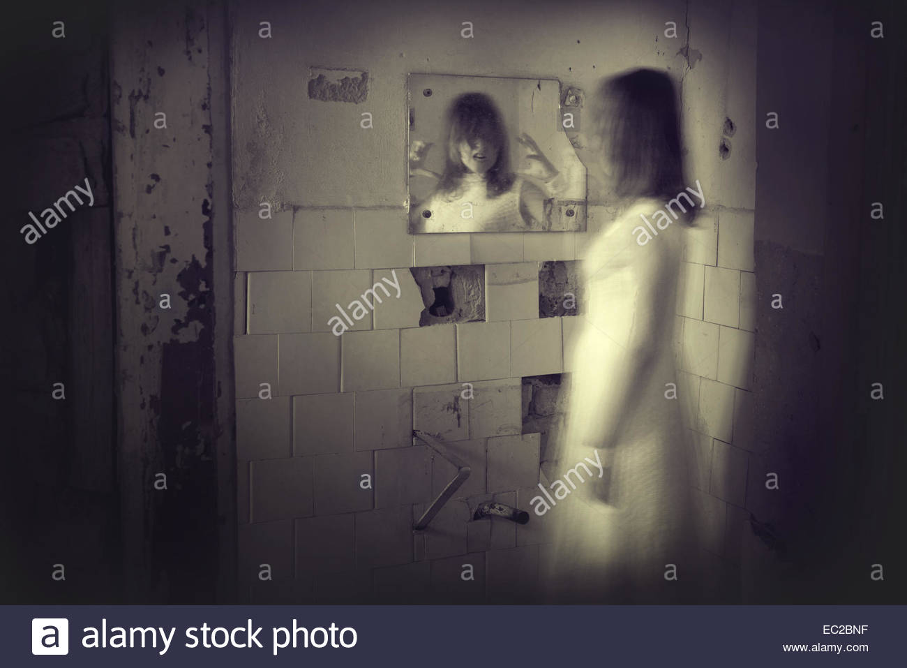 Girl Ghost in Mirror Ghost-girl-appears-in-a-mirror