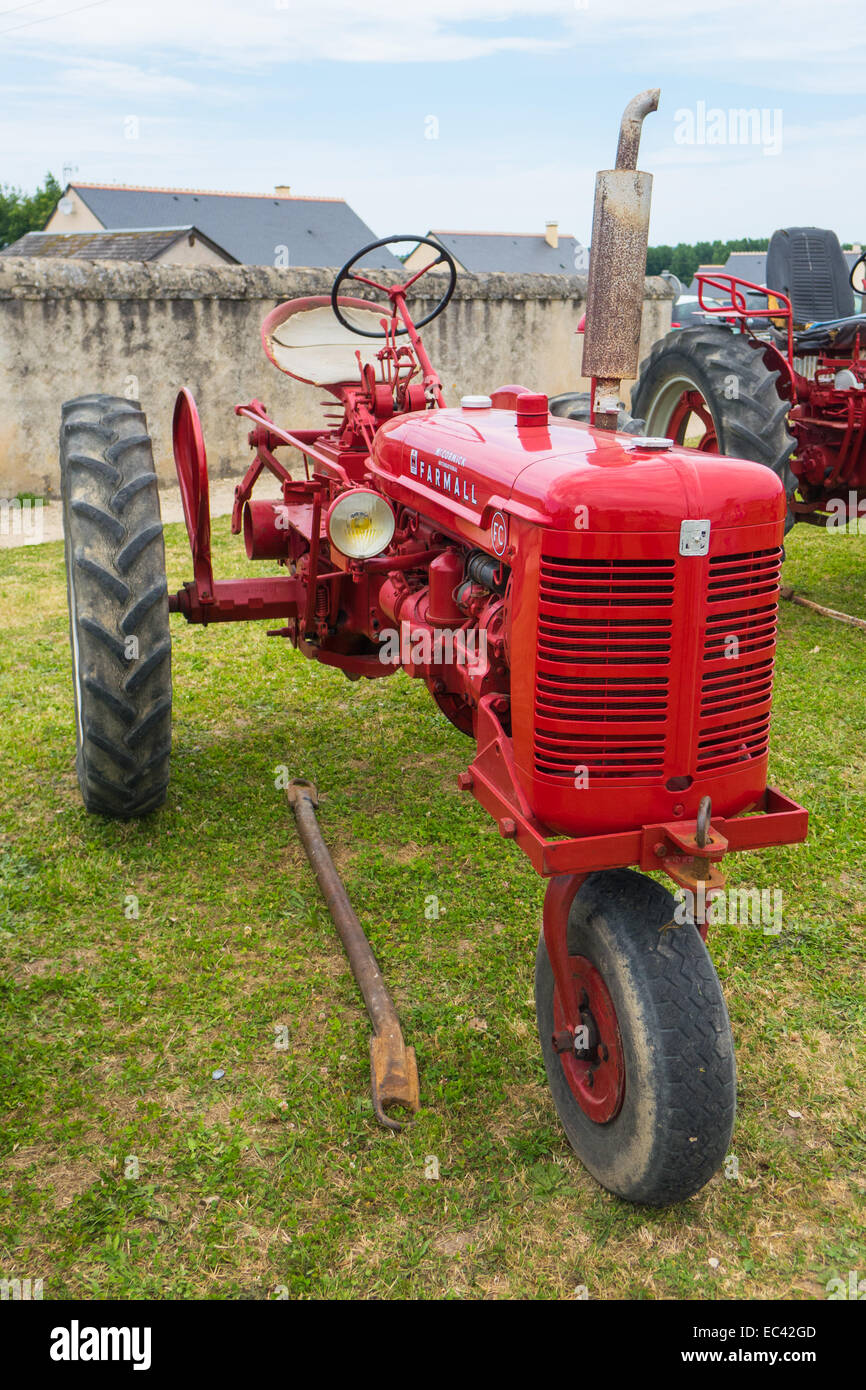 15 3 Tractor Wheels : Mccormick farmall three wheel tractor in red at the