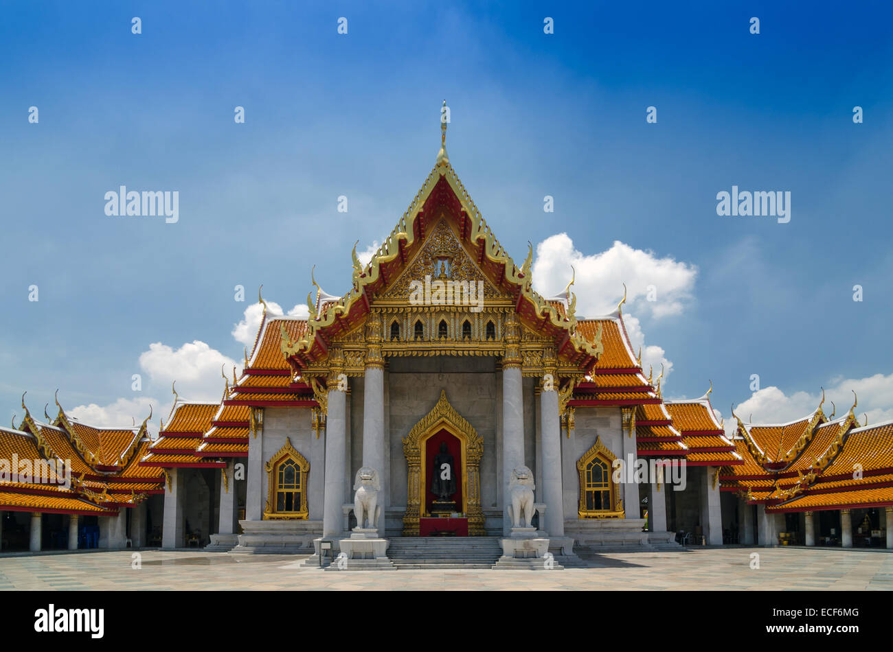 Traditional thai architecture wat benjamaborphit or for Wat architecture