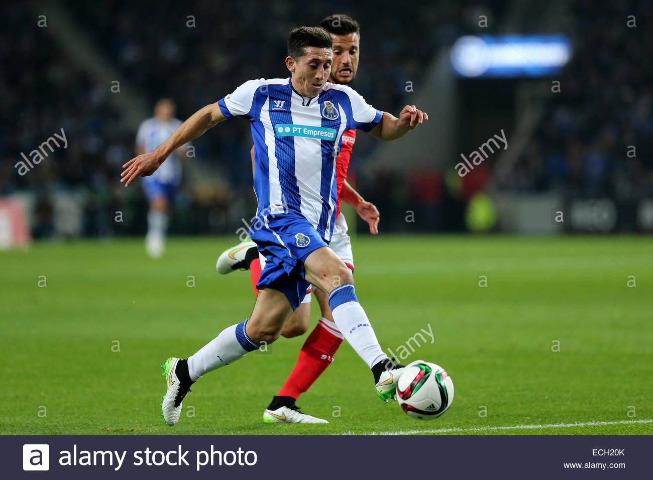 PORTUGAL Porto Porto s Mexican midfielder Héctor Herrera L in
