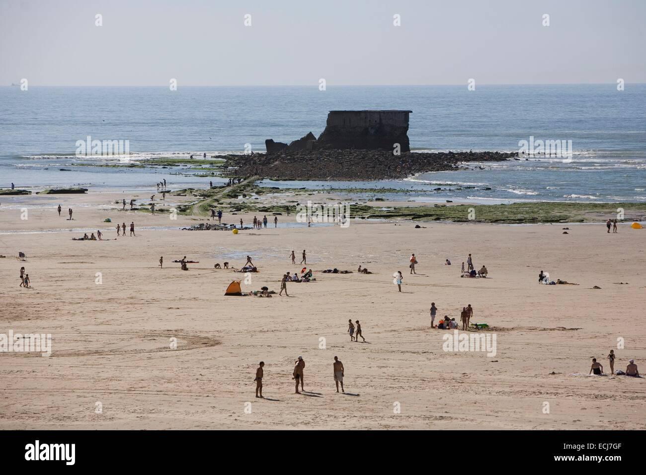 France pas de calais cote d 39 opale le portel beach and fort de stock photo royalty free - Office du tourisme le portel ...