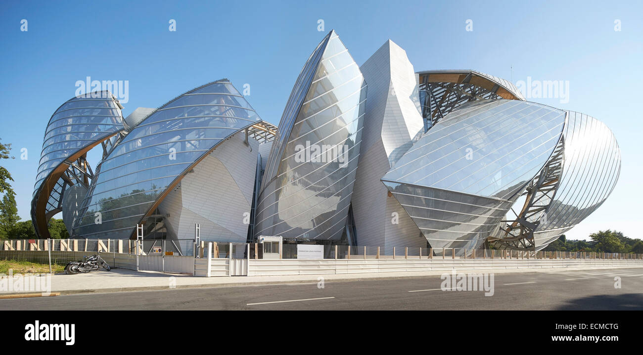 fondation louis vuitton paris france architect gehry partners stock photo 76666480 alamy. Black Bedroom Furniture Sets. Home Design Ideas