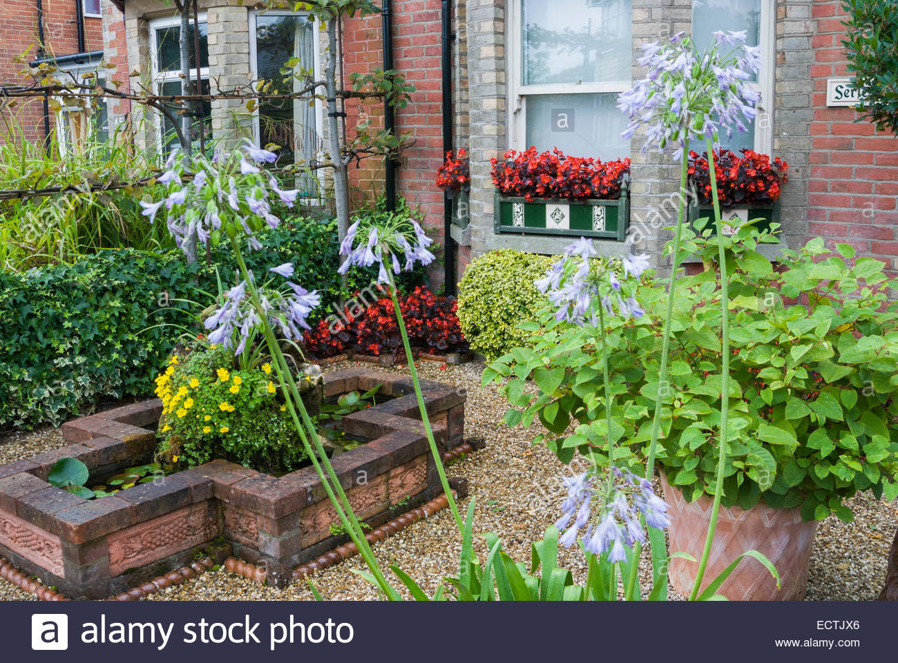 Front garden of victorian terraced house features a for Front garden features