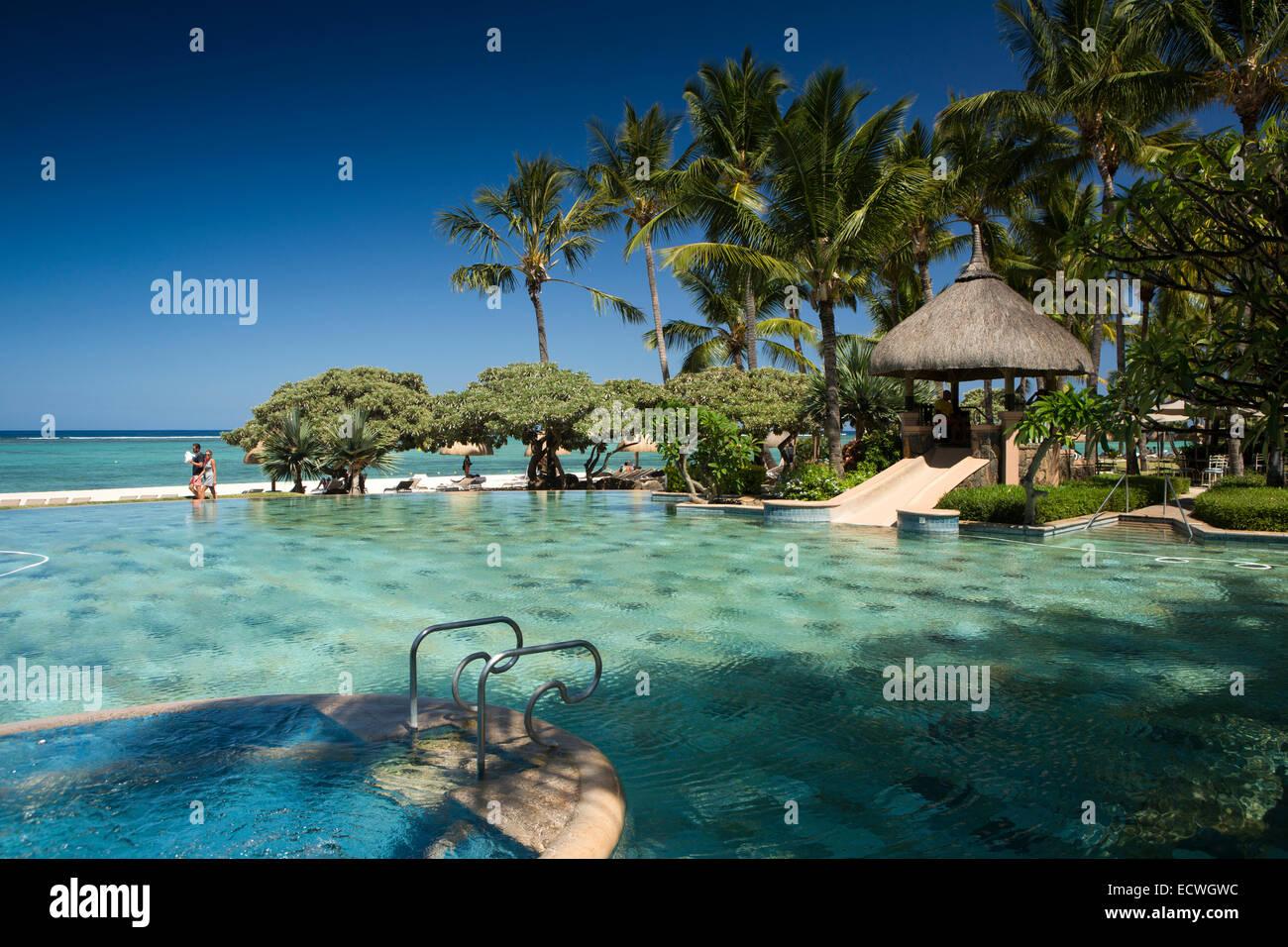 Mauritius flic en flac la pirogue hotel swimming pool for Swimming pool mauritius