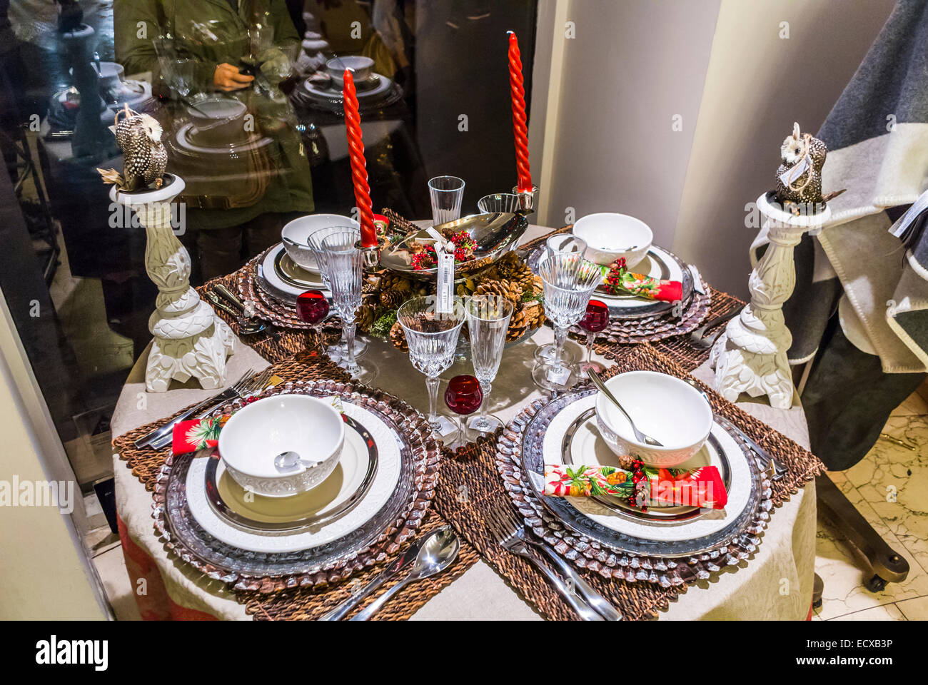 Paris france inside holiday display christmas table for Zara home christmas decorations