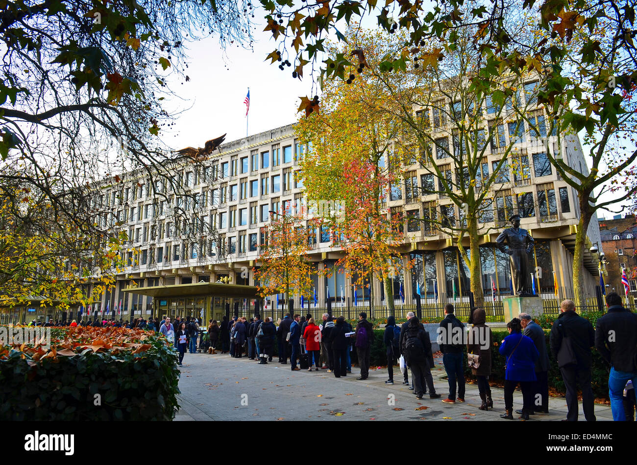 People Queuing The American Embassy In Grosvenor Square London W1 With Statue Of General Dwight