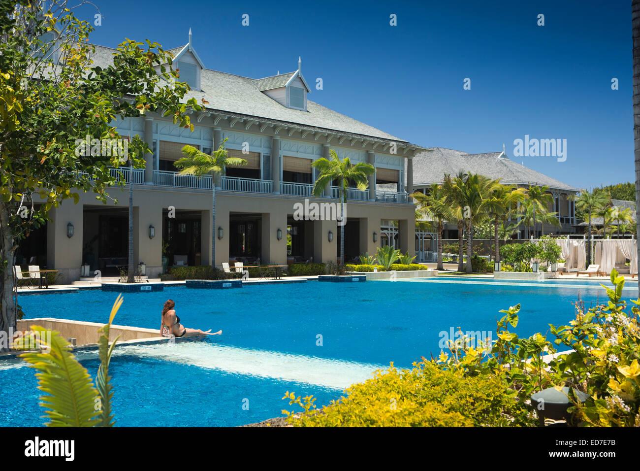Mauritius le morne lux le morne hotel swimming pool for Swimming pool mauritius
