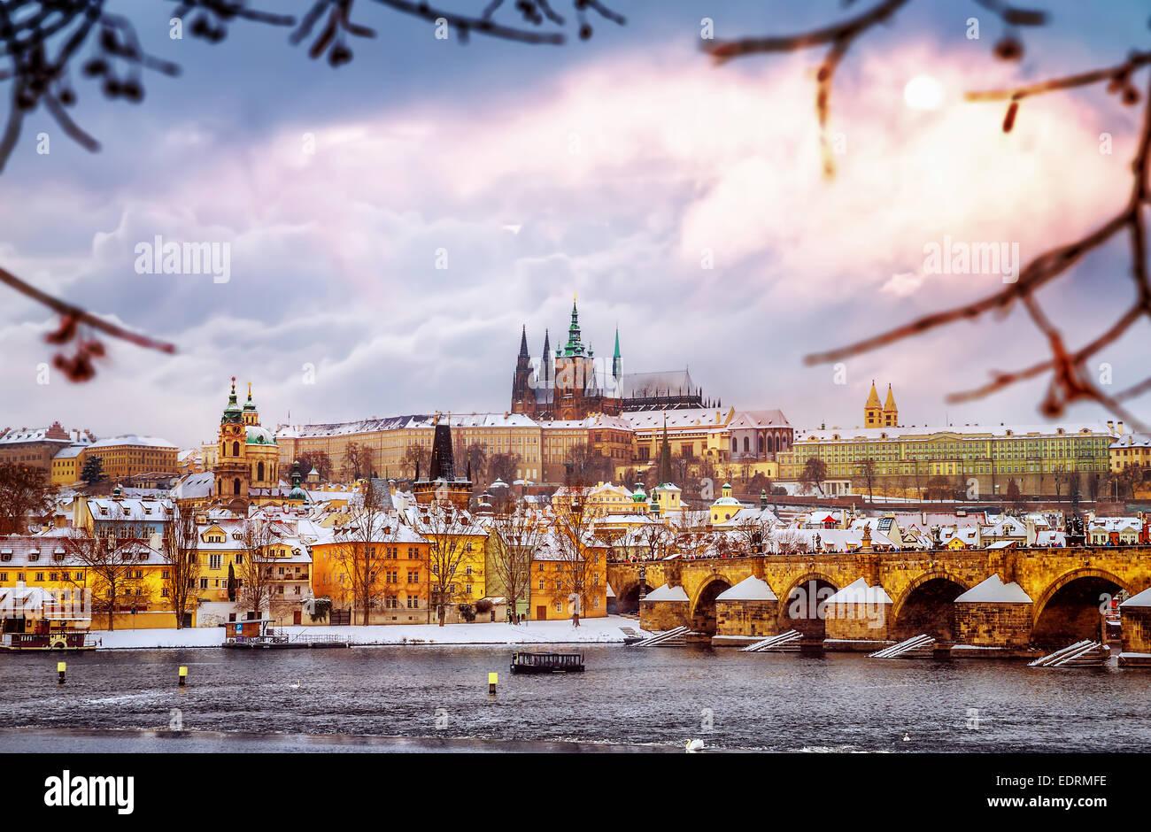 Beautiful prague in winter charles bridge over vltava for Prague beauty