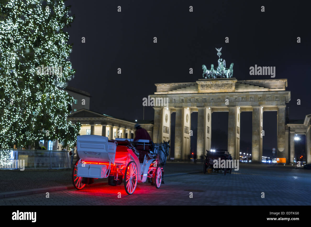weihnachtsbaum am brandenburger tor berlin deutschland. Black Bedroom Furniture Sets. Home Design Ideas
