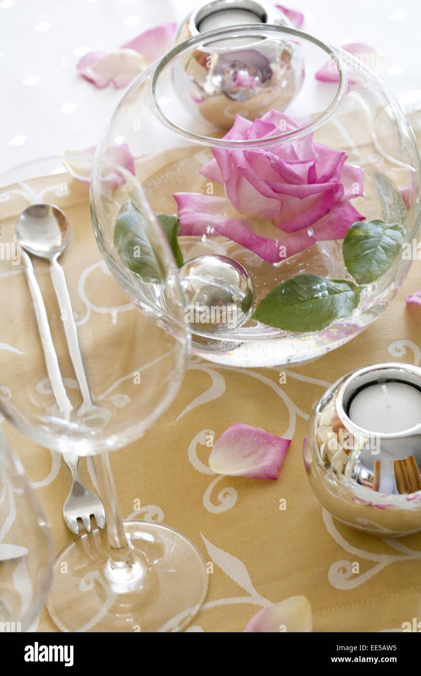 Tisch gedeckt festlich detail tischdeko for Tischdekoration festlich