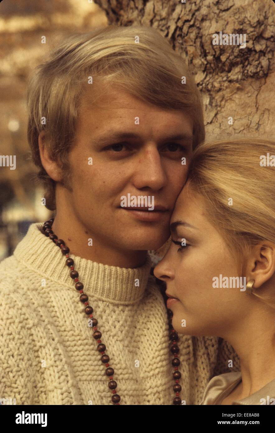 DL1Step1 moreover 010 M84 FS 2253015 together with P52191 in addition P716 moreover Stock Photo David Soul 1969w226 With Karen Soul Henry Foxglobe Photoszuma Wirealamy 77630428. on html shopping cart