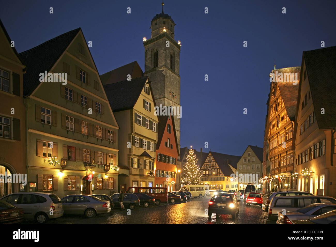 deutschland dinkelsb hl dinkelsbuehl weihnachtsmarkt abend bayern stockfoto lizenzfreies bild. Black Bedroom Furniture Sets. Home Design Ideas