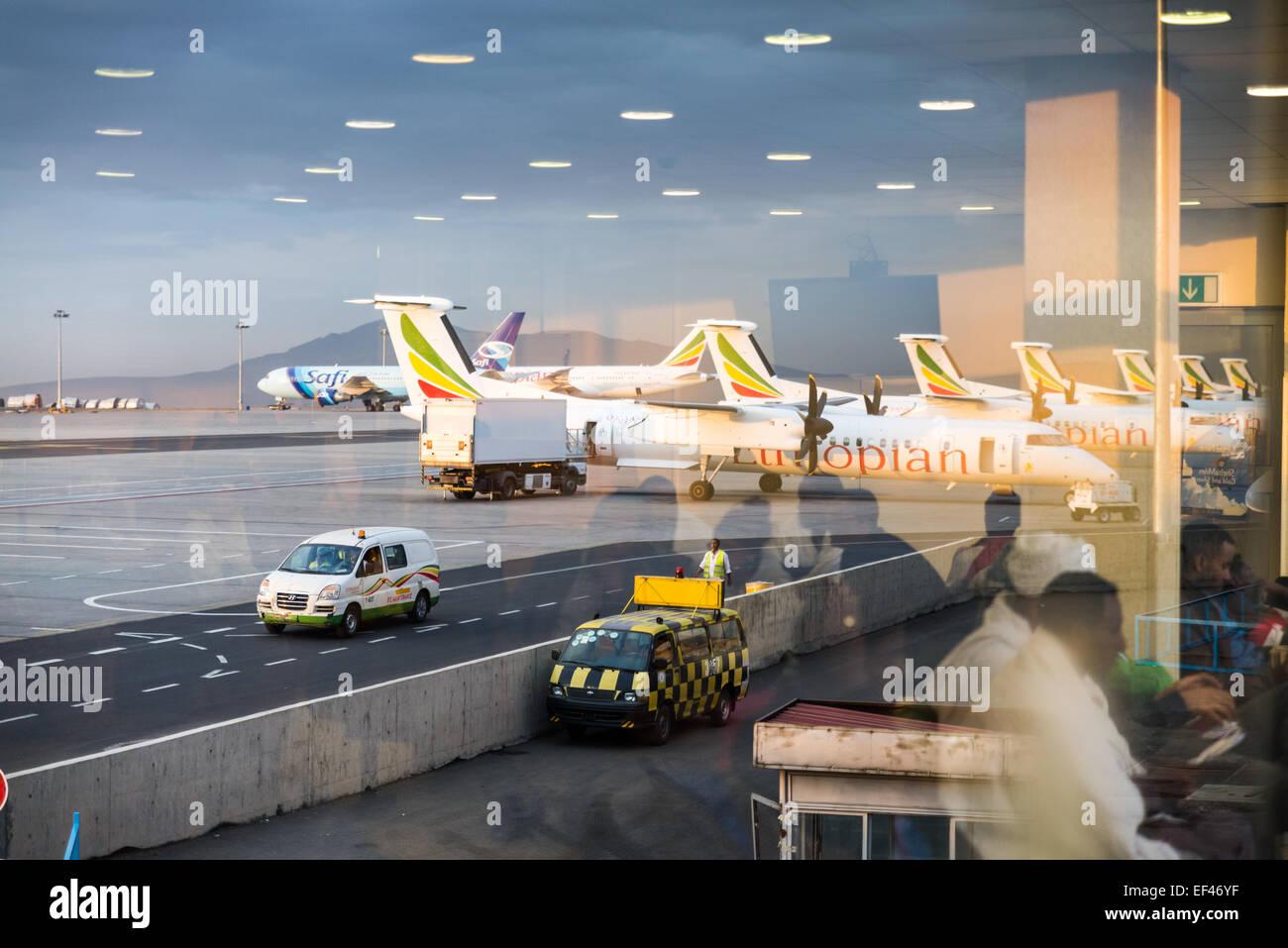 Aeroporto Etiopia : Passengers waiting at addis ababa bole international