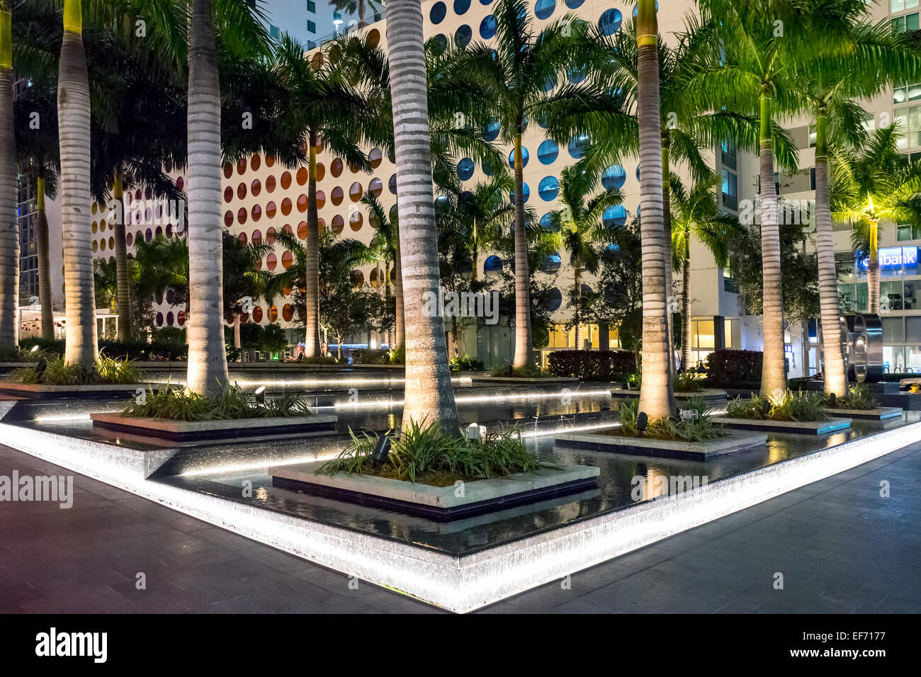 downtown-miami-brickell-bank-plaza-with-