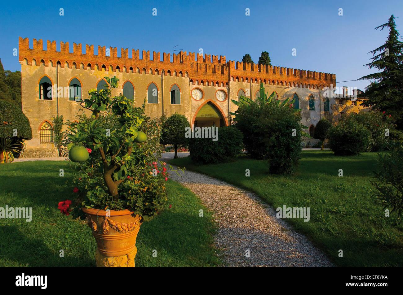 Photo Facade Villa : Lazise bottona villa facade from the garden stock photo