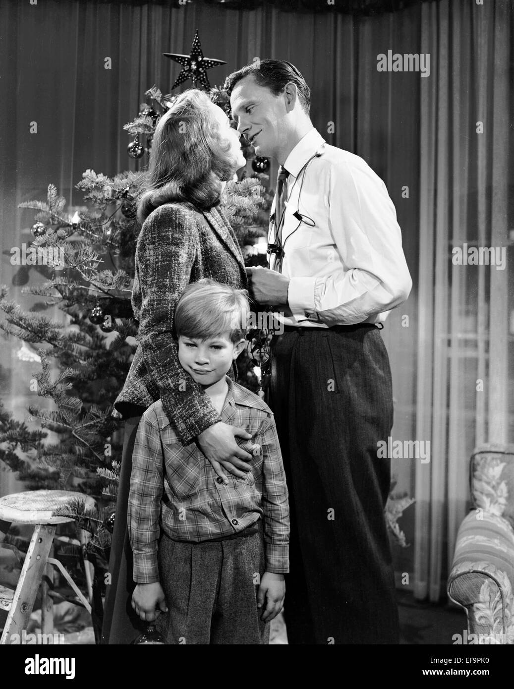 Janet leigh gordon gebert wendell corey holiday affair for Classic christmas films black and white