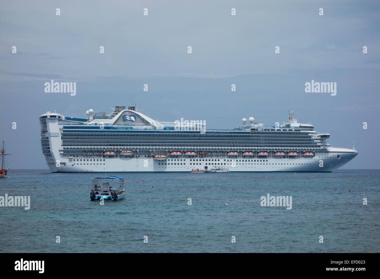 Cruise Ship Caribbean Princess Anchored Off Grand Cayman Stock - Cruise ship schedule for grand cayman