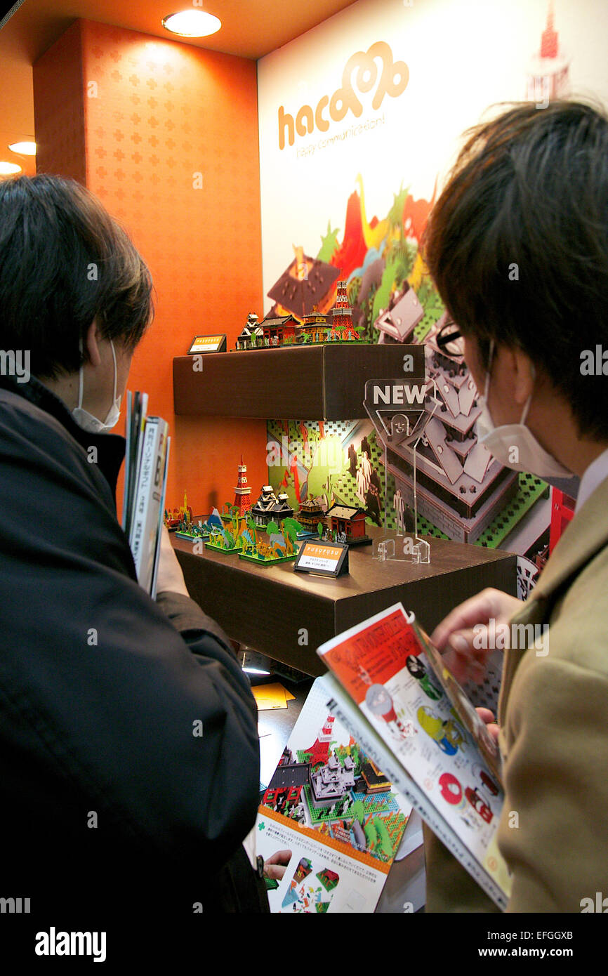 Tokyo, Japan. 4th Feb, 2015. Tokyo Gift Show:Visitors watch the ...