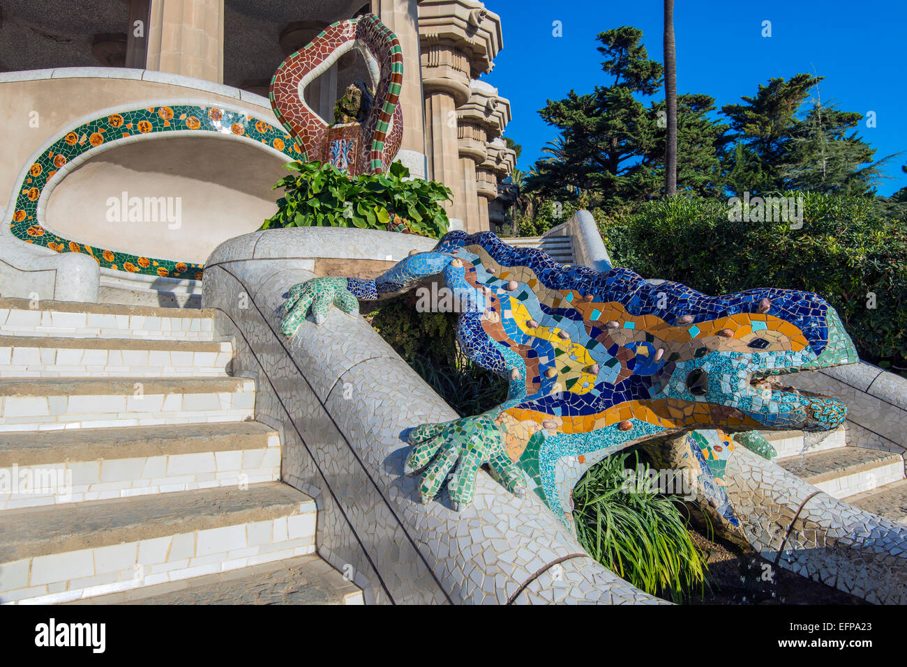 Multicolored mosaic salamander fountain known also as el for Salamandra barcelona