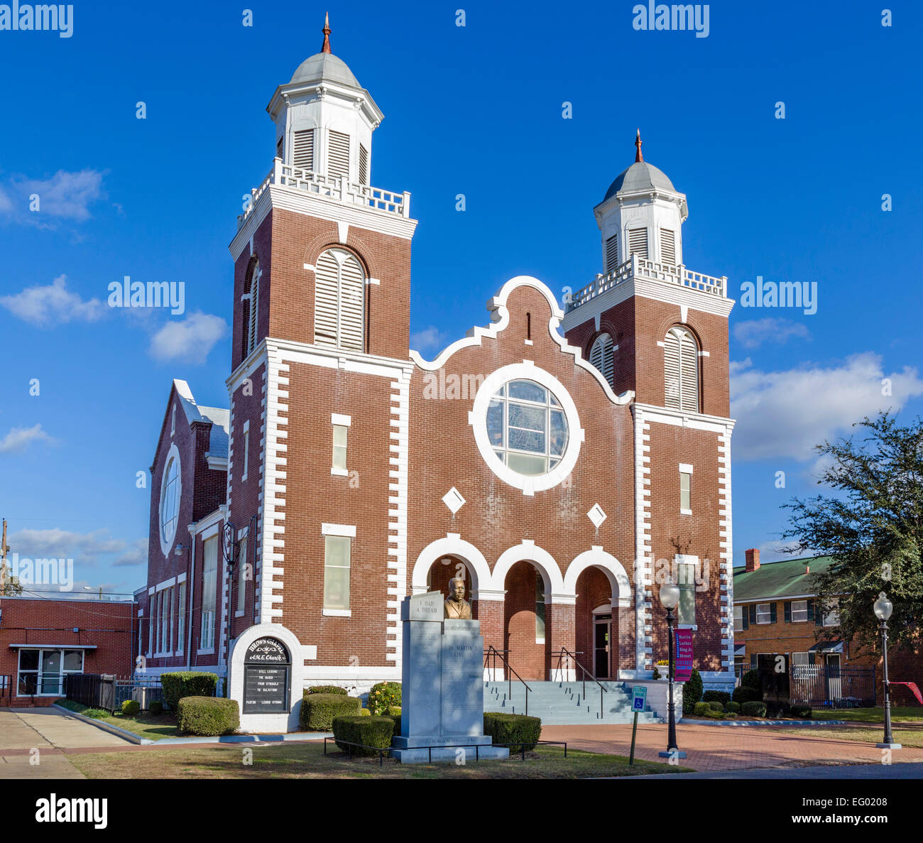 civil rights movement statue stock photos civil rights movement brown chapel ame church selma alabama usa the church was the starting