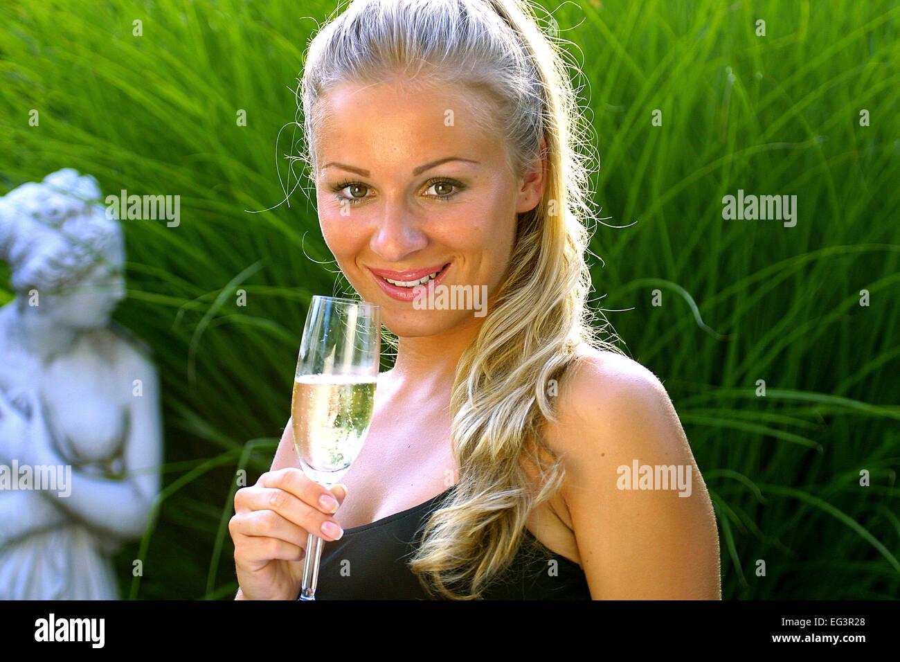 Atemberaubend Ein Partykleid Zeitgenössisch - Hochzeit Kleid Stile ...