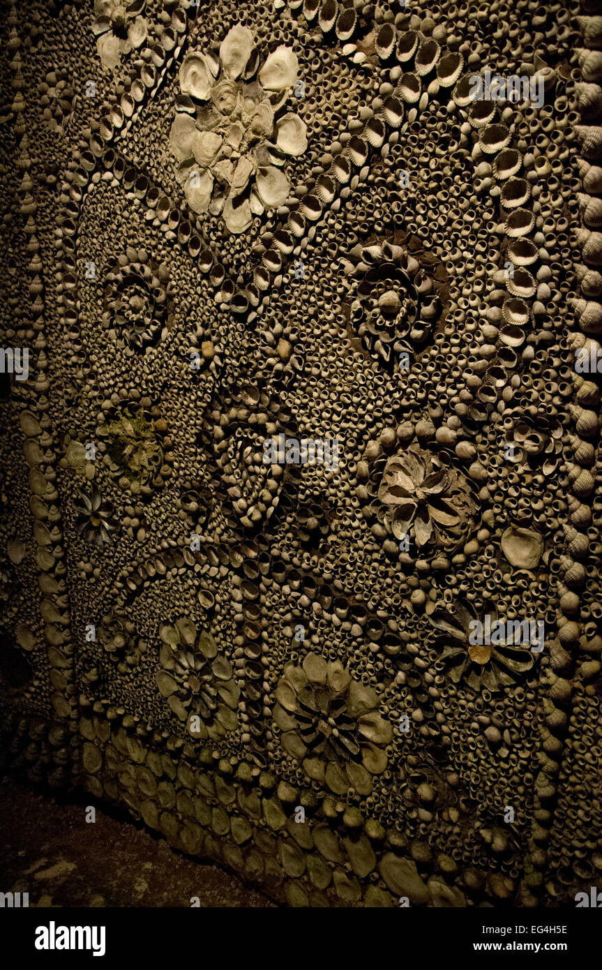 Shell Designs Shell Designs In The Shell Grotto Margate England Stock Photo