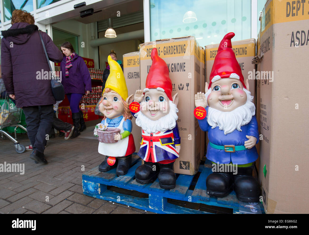 giant garden gnomes on sale at asada kendal - Garden Design Kendal