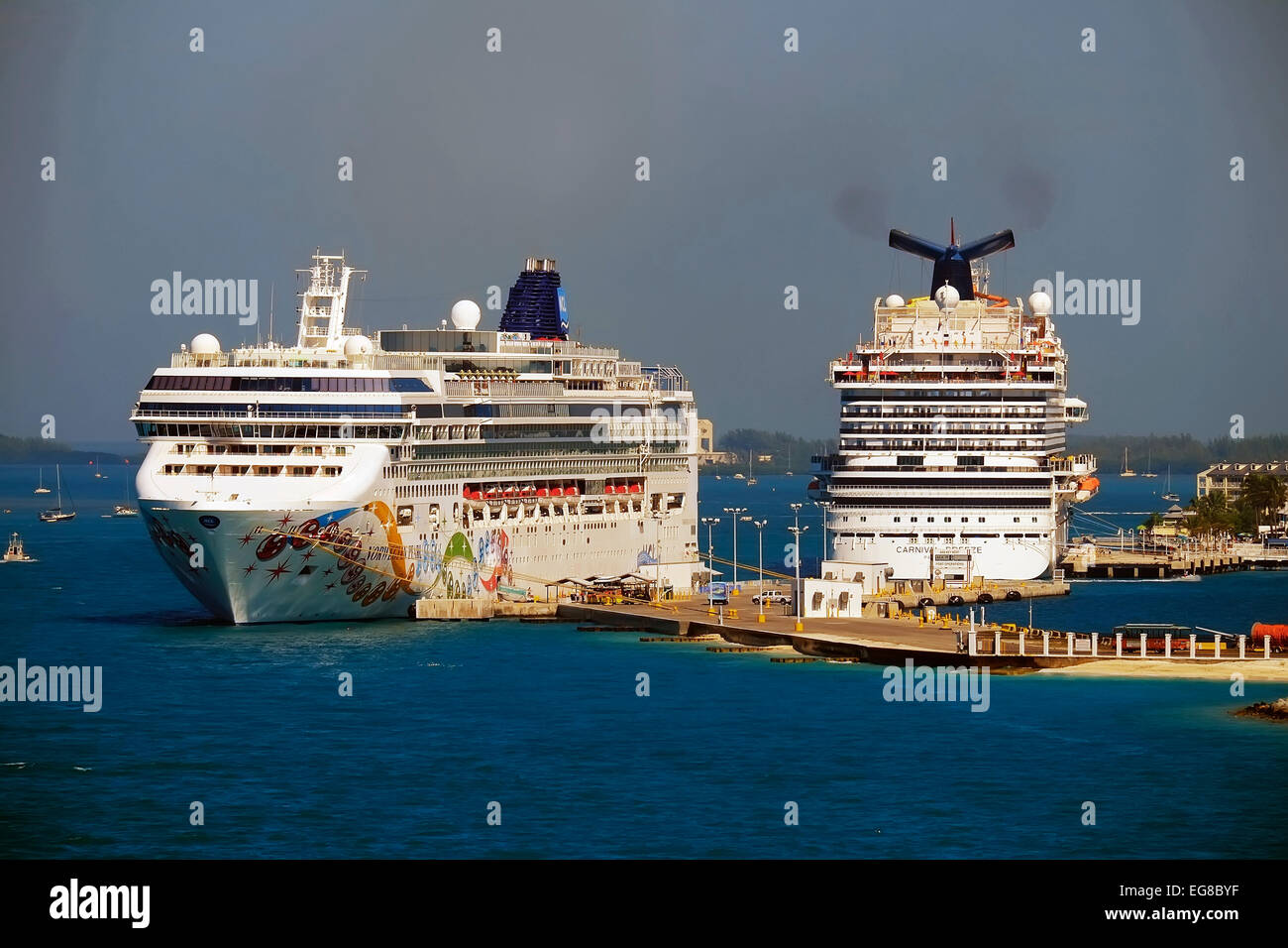 Cruise Ship Carnival Breeze And Norwegen Pearl At Dock In Key West - Cruise ship key west
