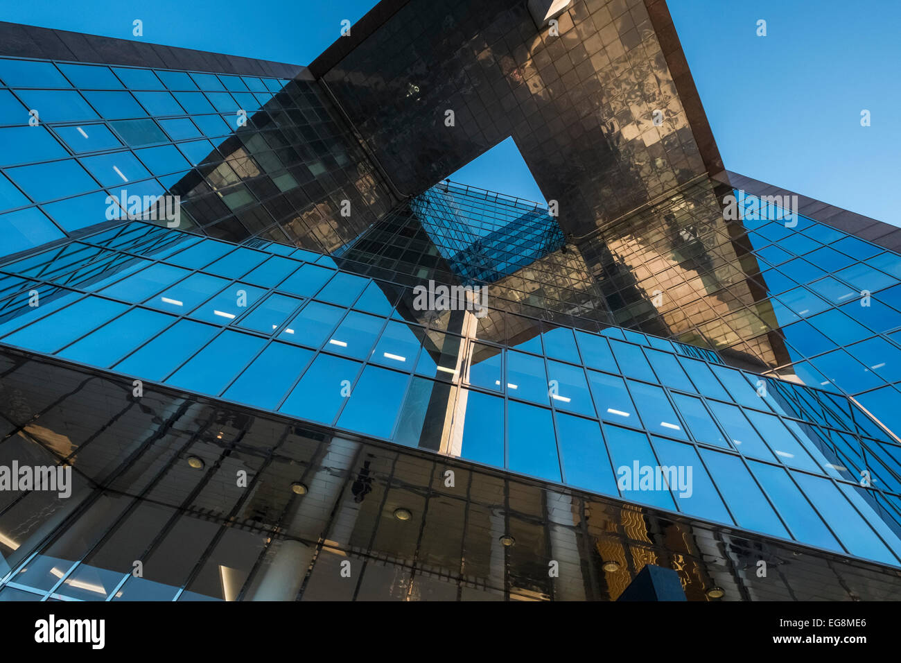 Modern Architecture Uk vertical viewpoint of modern architecture, 1 london bridge