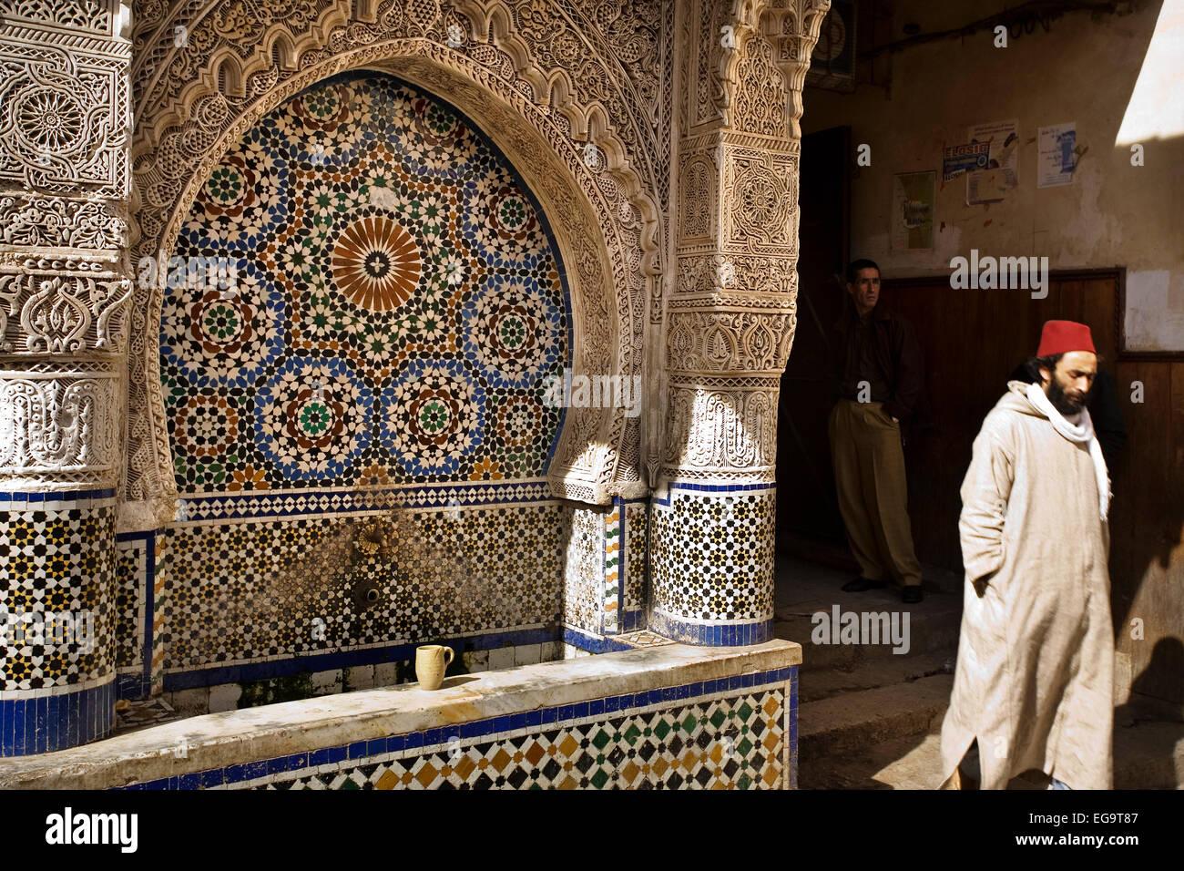 najjarine square medina fez fes el bali morocco fuente en la plaza najjarine en la medina