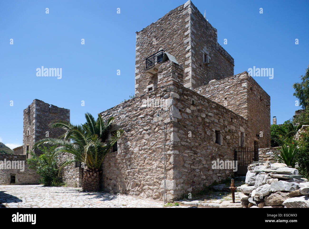 Tower houses residential towers vathia or vatheia mani for Homes with towers