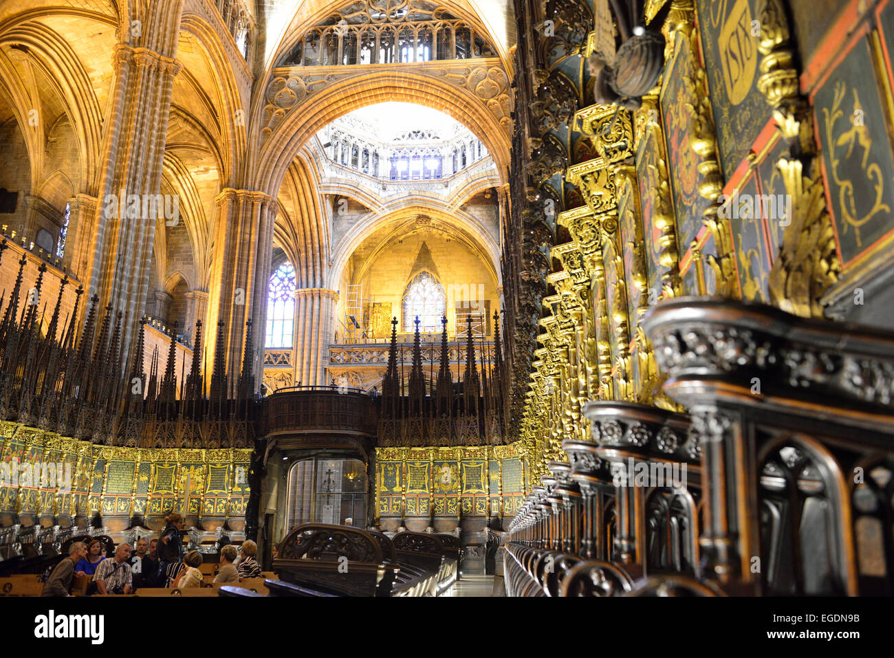 Interior of cathedral with choir stalls la catedral de la for Catedral de barcelona interior