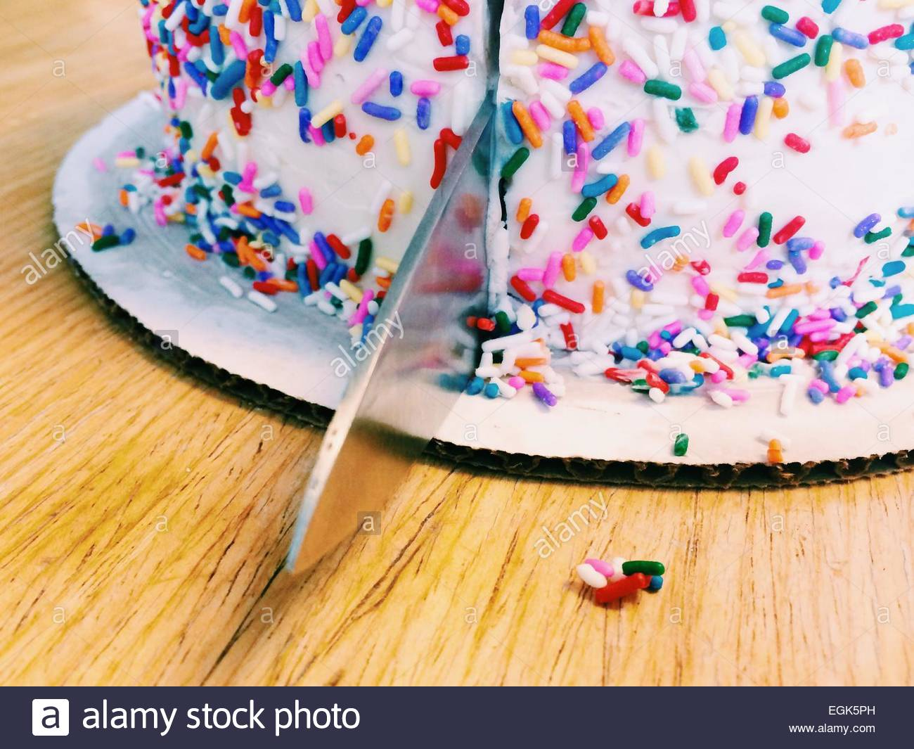 Cutting The Cake Background Images Indoors