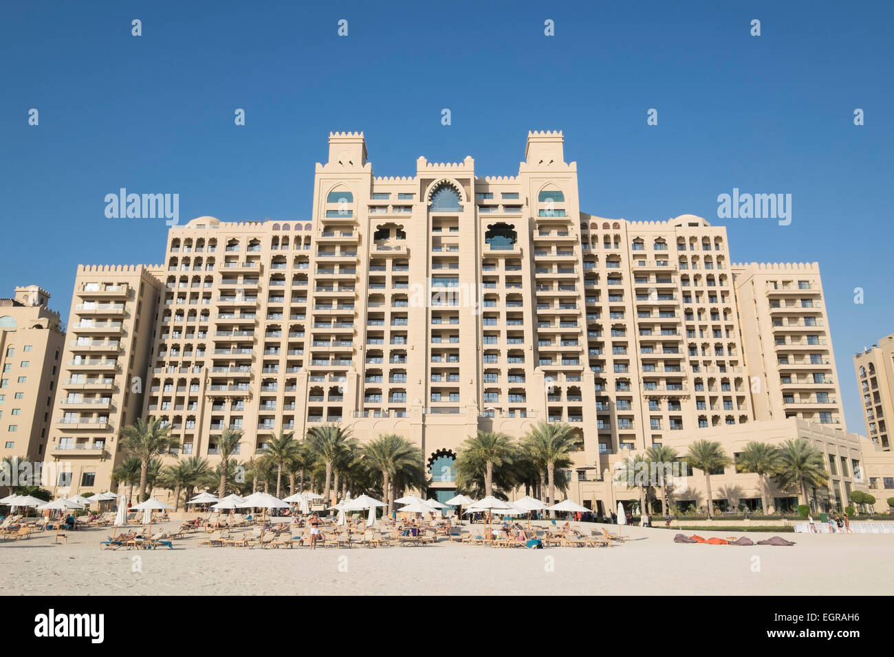 Exterior view of fairmont the palm luxury hotel of the for Best hotels dubai palm