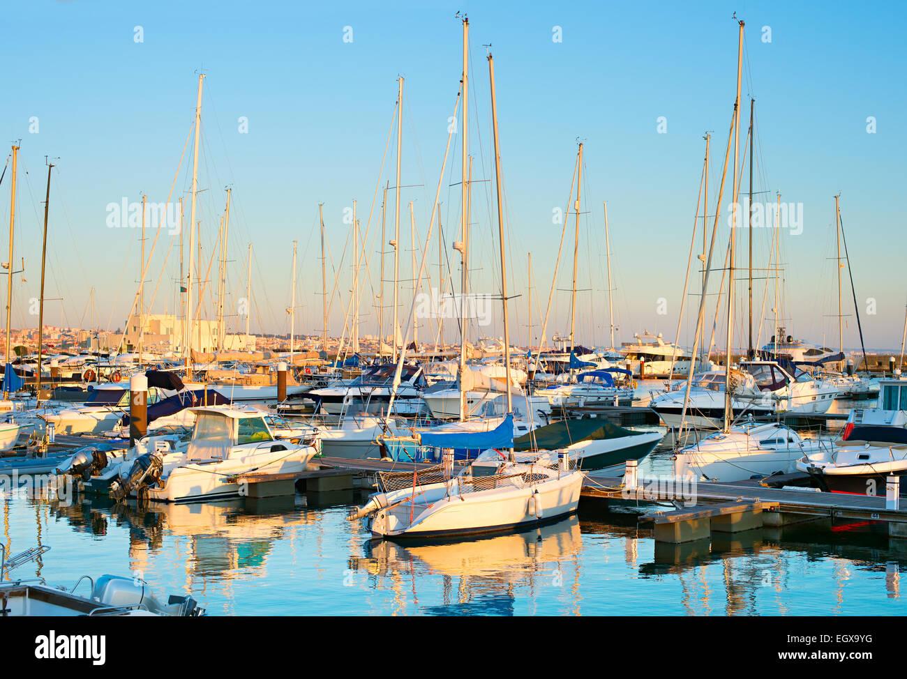 yachts-sail-boats-and-motorboats-in-mari