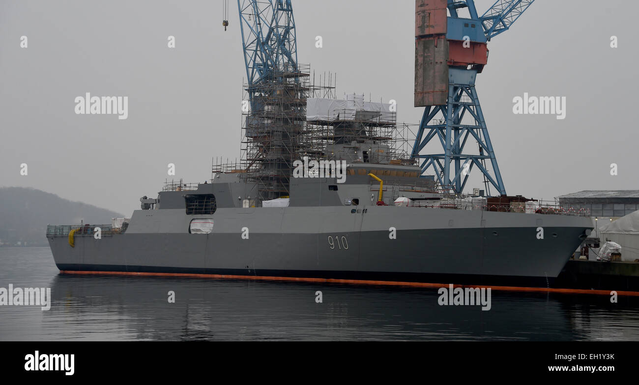 صور الفرقاطات الجديدة  Meko A200 الجزائرية ( 910 ,  ... ) Kiel-germany-12th-feb-2015-a-frigate-destined-for-the-algerian-navy-EH1Y3K