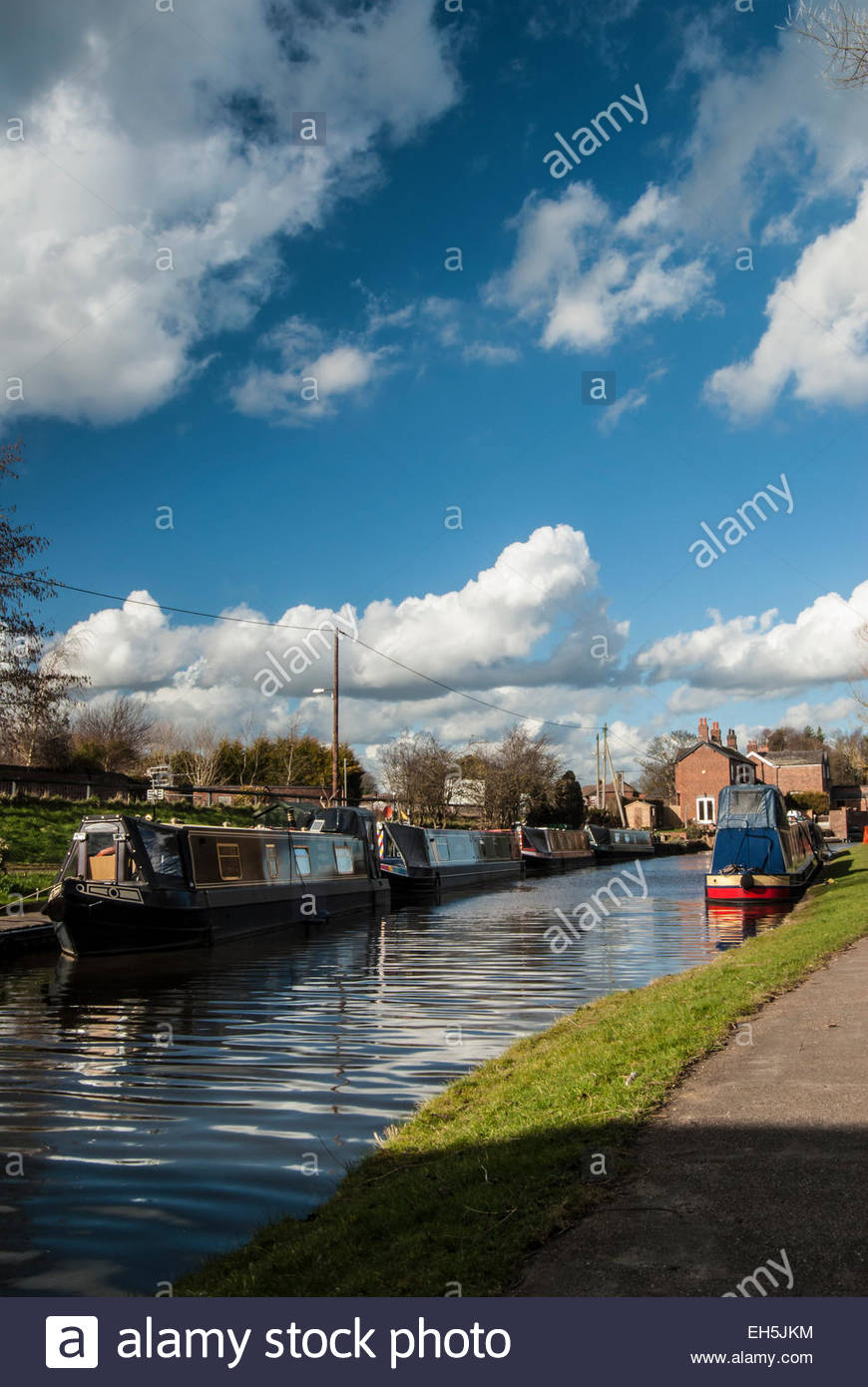scenic-view-alongside-the-trent-and-mers