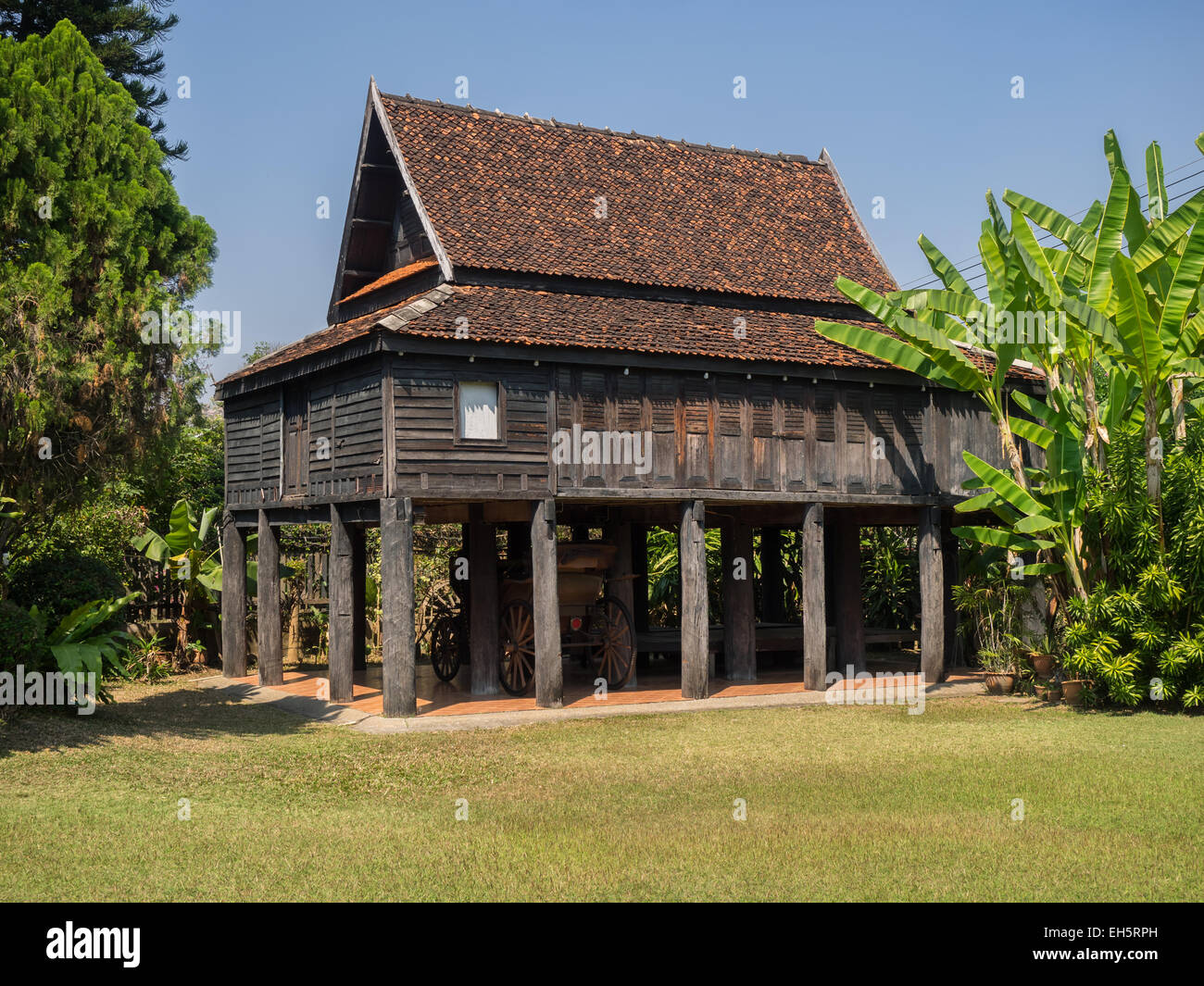 Old traditional thai style house in lampang thailand for Old traditional houses