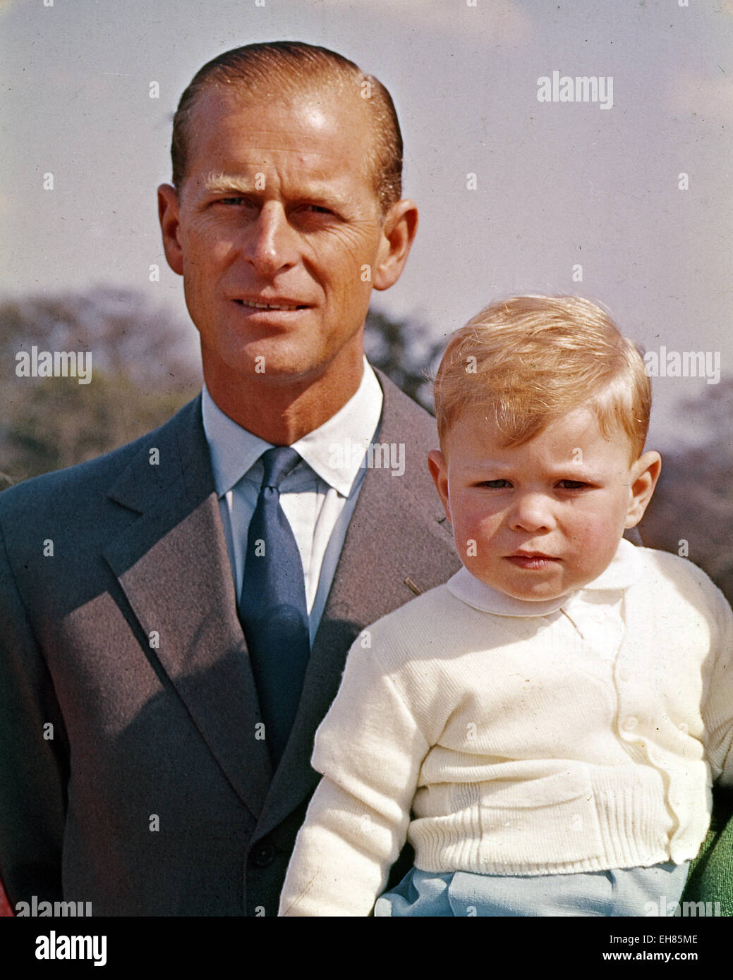prince-philip-with-prince-charles-about-1950-EH85ME.jpg
