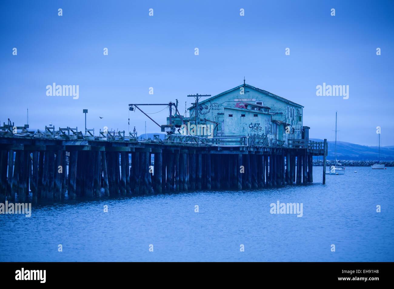Commercial fishing pier el granada near half moon bay for Half moon bay pier fishing