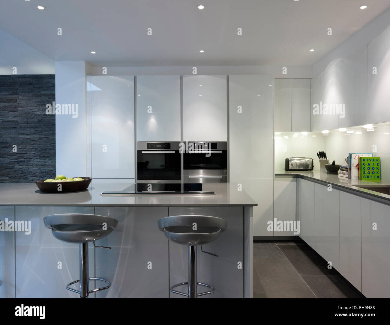 Kitchen Bar With Stone: Modern Lit Kitchen With Breakfast Bar And Stools And Stone