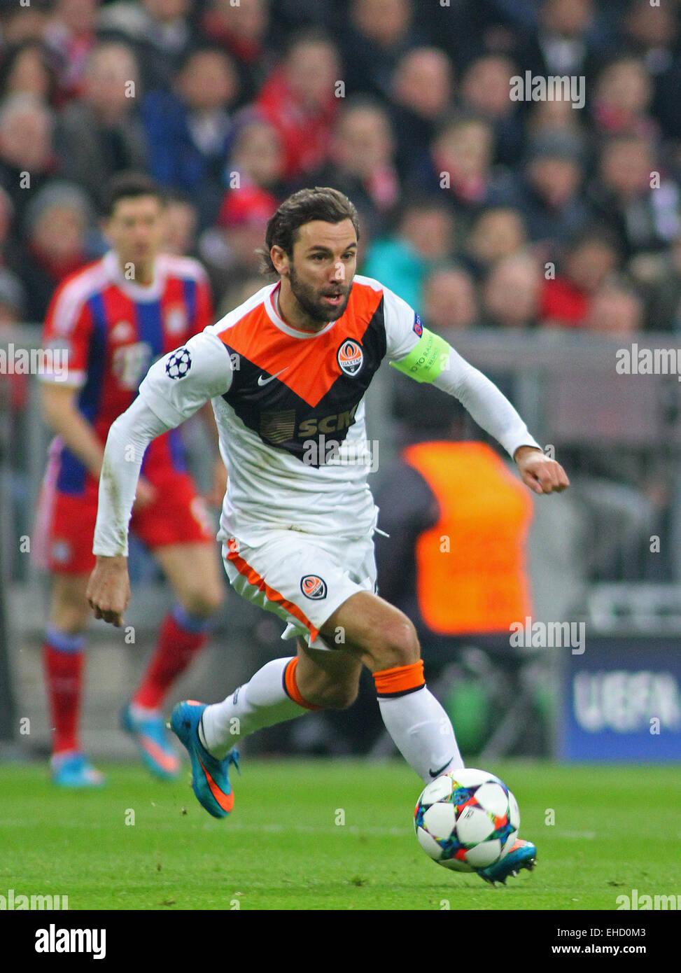 MUNICH GERMANY MARCH 11 Shaktar s defender Darijo Srna runs
