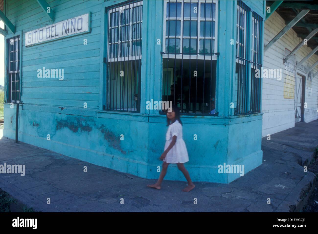 barefoot-girl-striding-past-the-sitio-de