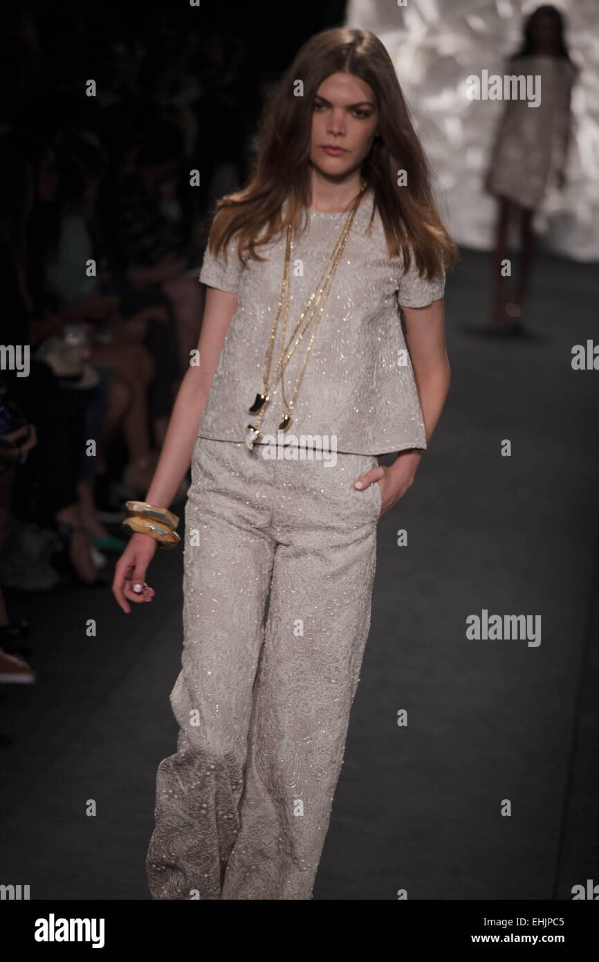 Mercedes benz new york fashion week spring 2015 naeem for Mercedes benz new york fashion week