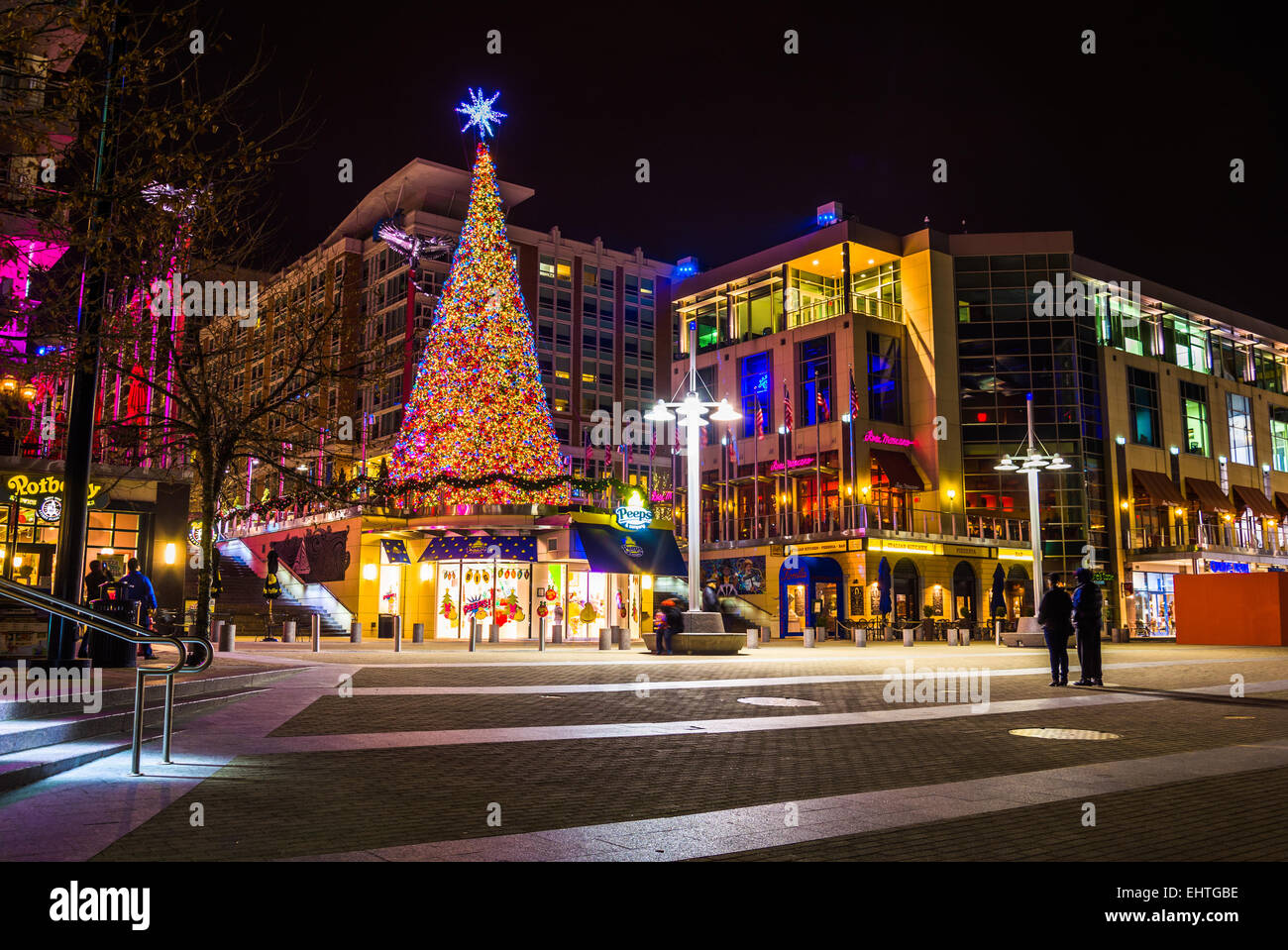 NATIONAL HARBOR, MARYLAND - DECEMBER 2: Christmas tree at ...