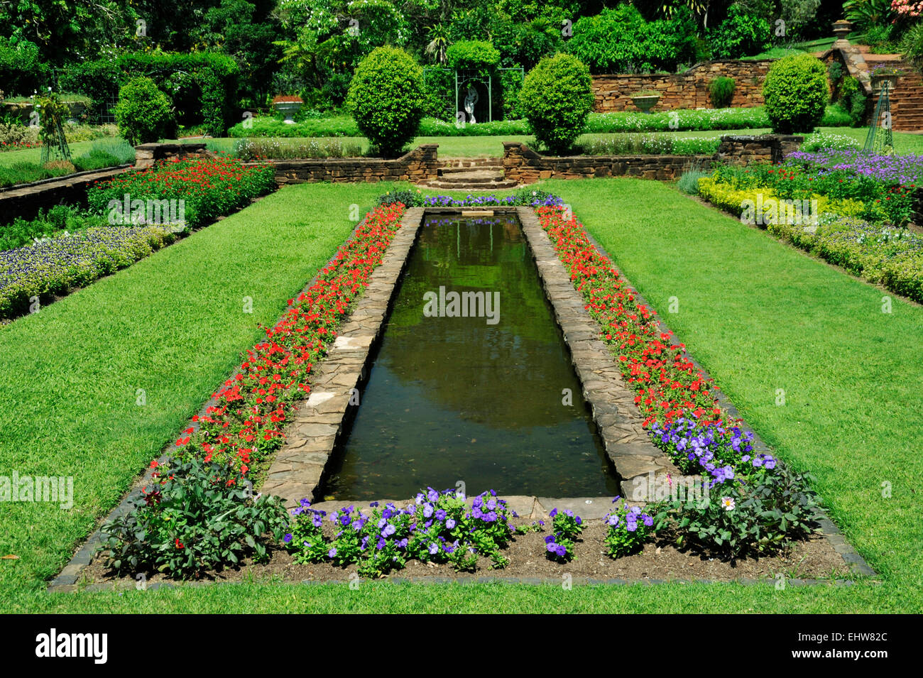 Flowerbed border around pond sunken garden section durban for Botanical garden design