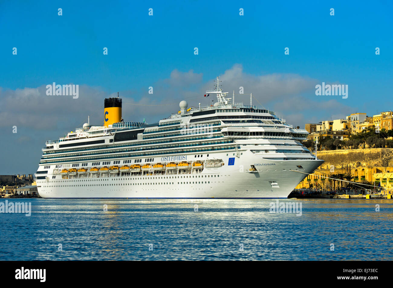 Cruise ship costa favolosa in the port of valletta malta for Pianta costa favolosa