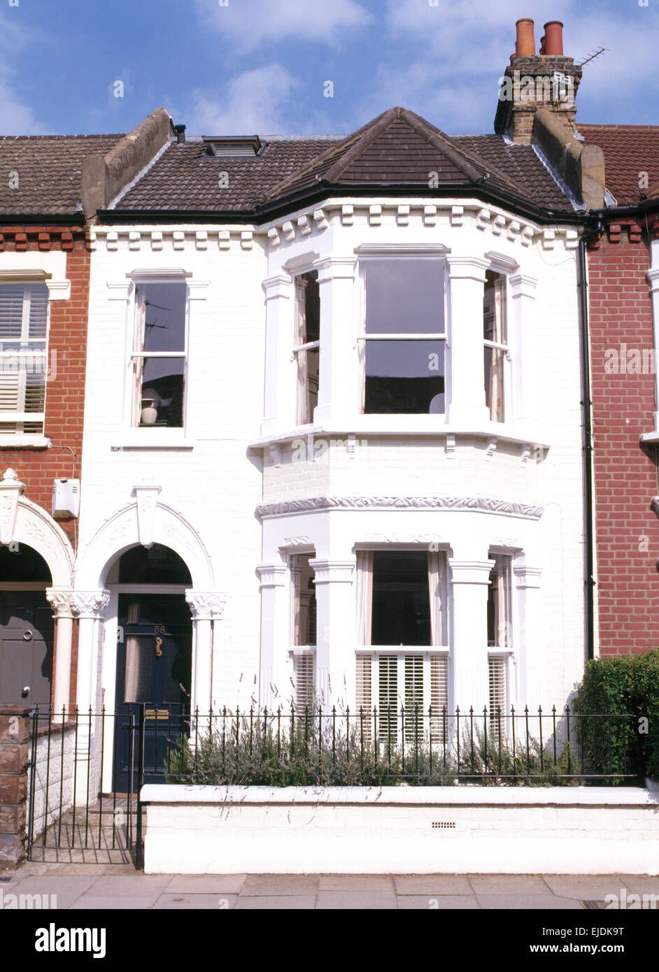Bay windows exterior - Exterior Of Terraced Victorian House With Bay Windows