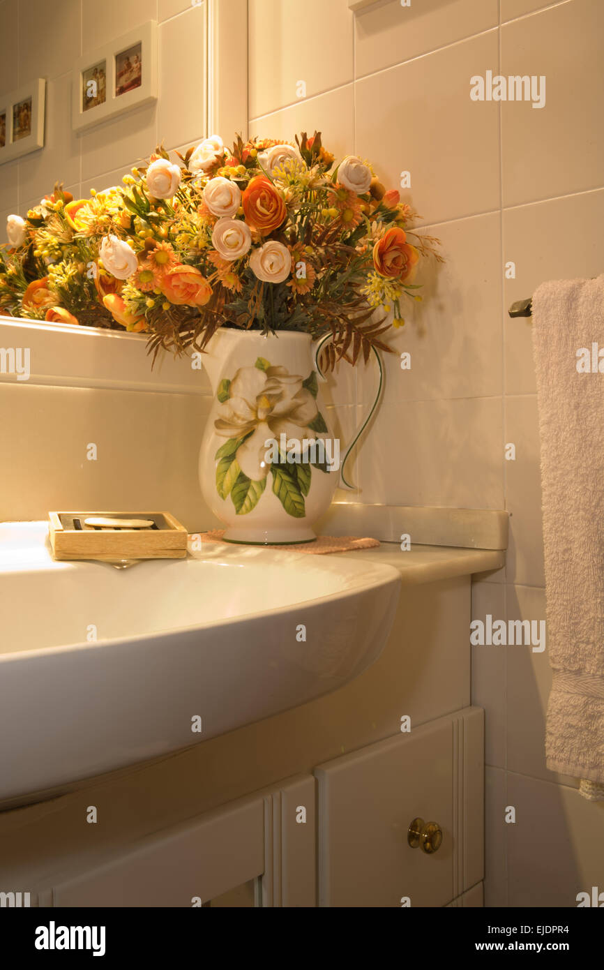 Bathroom flower decor - Vase With Dried Flowers Decor In Bathroom Spain